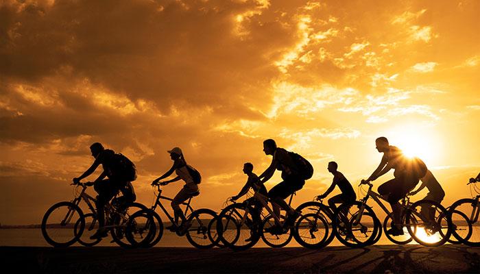 Cykla I Solnedgang 700