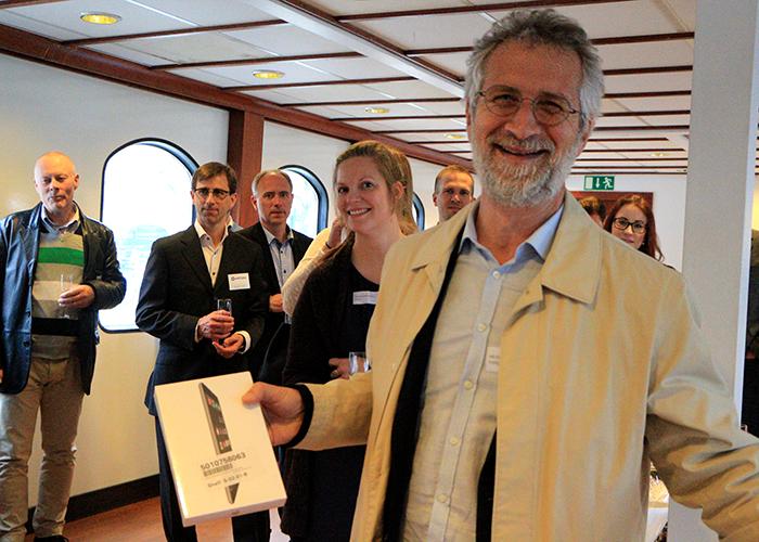 Lycklig IPad Vinnare På Projektverktygsdagen