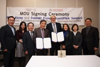 IMG 1349 MOU Signing With Delegation[1]